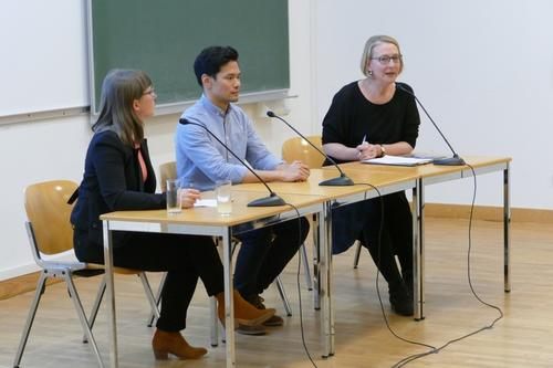 Podium discussion. From the left: Dr. Kerstin Schankweiler, Dr. Chris Tedjasukmana, Univ.-Prof. Dr. Ilaria Hoppe. Source: Press Office of the Katholische Privat-Universität Linz