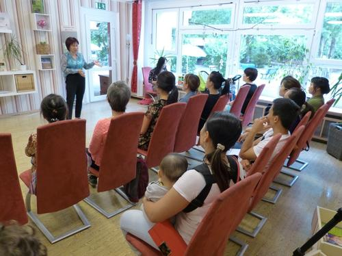 Lecture on educational issues for vietnamese parents